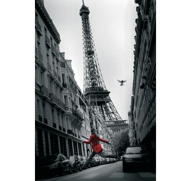 poster tour eiffel paris manteau rouge posters grand format commandez d s maintenant close up. Black Bedroom Furniture Sets. Home Design Ideas