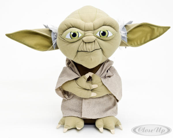 peluche xl star wars yoda peluches commandez d s maintenant close up. Black Bedroom Furniture Sets. Home Design Ideas