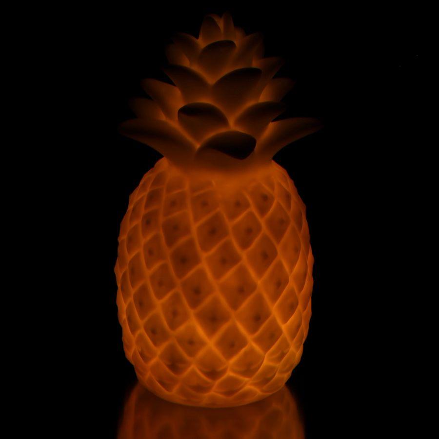 d coration de table avec effet lumineux ananas sur close up. Black Bedroom Furniture Sets. Home Design Ideas